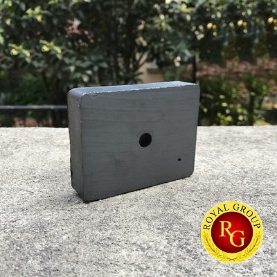 Nam châm ferrite hình khối 85x65x18 lỗ 8mm