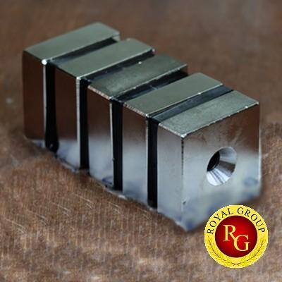 Nam châm viên khối 46x46x16 lỗ 10mm